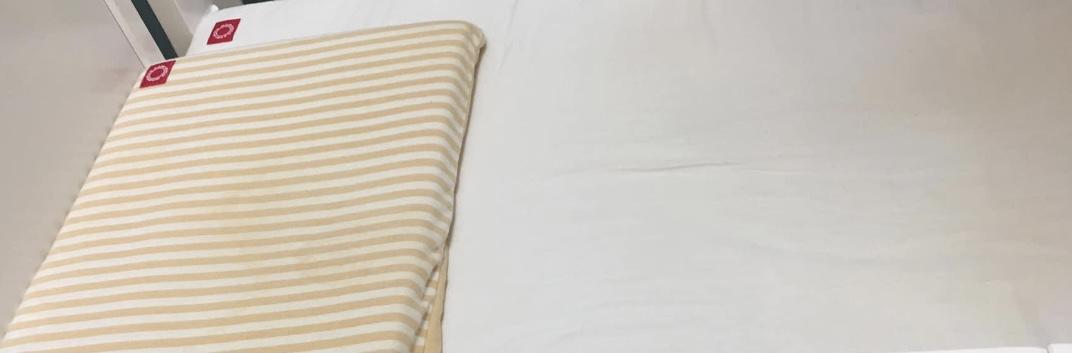 媽媽餵床墊枕頭